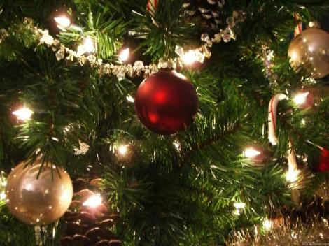 Decorated-And-lighted-Christmas-tree